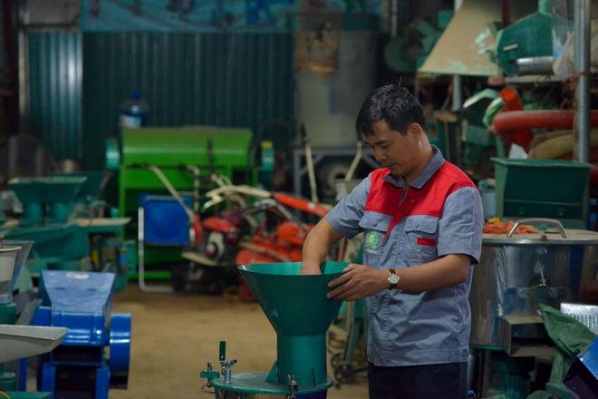 Những chiếc máy do anh Châu sáng tạo và cải tiến nâng cấp còn xuất khẩu sang Lào, Campuchia. Ảnh: H.P.