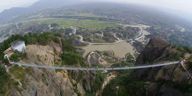Hình ảnh chụp từ trên cao của cầu The Brave Man