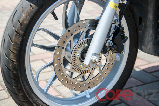 Phanh ABS 2 kênh hiện đang là trang bị vượt trội trong làng xe máy Việt Nam.