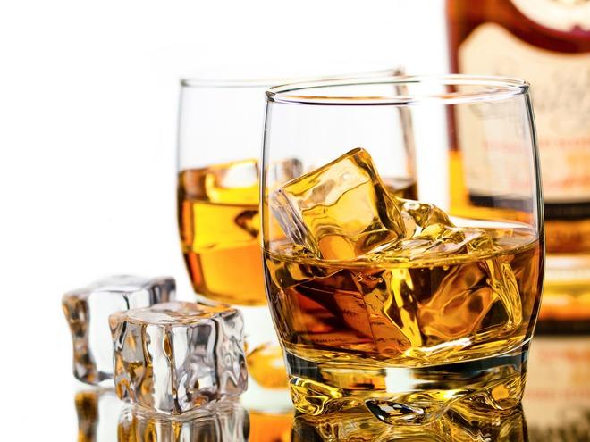 Với những loại rượu mạnh như whiskey, lượng rượu tiêu chuẩn chỉ là khoảng 40 ml (vài chén nhỏ).