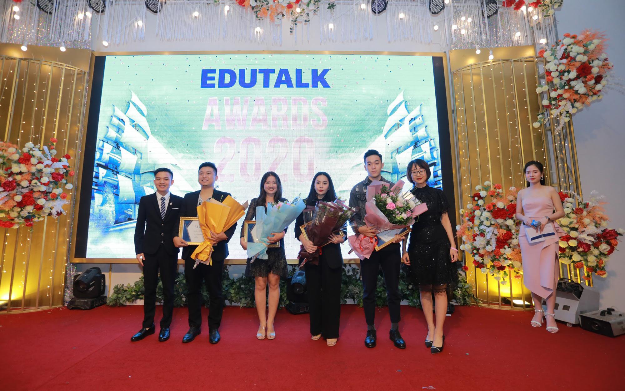 Cái bắt tay giá trị của Edutalk và các giảng viên, trung tâm tiếng Anh