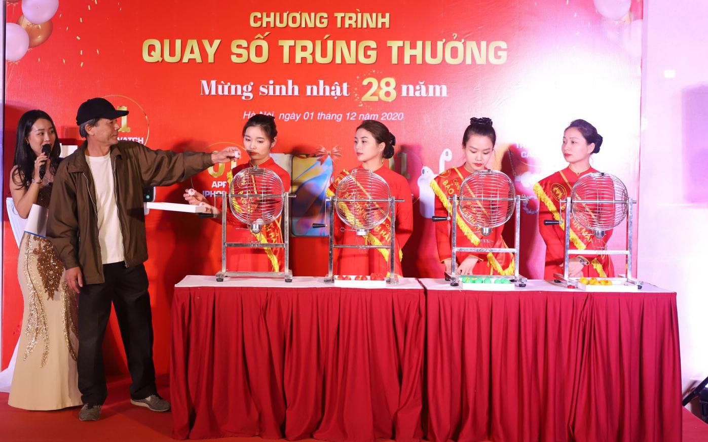"""Hàng trăm khách hàng của Bảo Tín Mạnh Hải  tham gia """"thử vận may"""""""