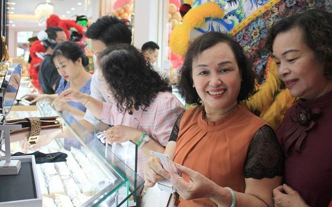 Cuối năm mua vàng tích trữ - thói quen truyền thống của người Việt