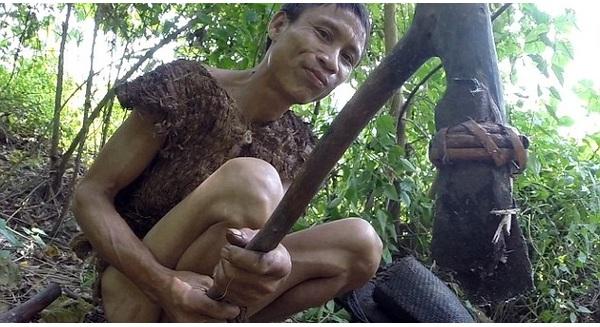 """Cận cảnh những bí mật về cuộc sống trong rừng của """"Tarzan Việt Nam"""" Hồ Văn Lang"""