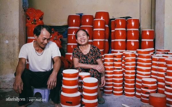 Tết Trung thu về làng Ông Hảo, gặp cặp vợ chồng 40 năm bám nghề làm trống: Đắng-cay-ngọt-bùi đã trải đủ, nhưng chưa 1 ngày mất niềm tin vào sức sống của nghề