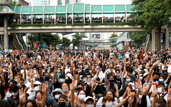 Thái Lan: Biểu tình bất chấp lệnh cấm