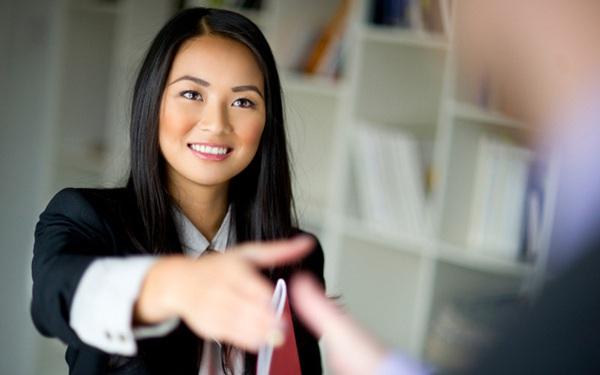 Cách ghi điểm tuyệt đối với nhà tuyển dụng: Hé lộ món quà đặc biệt dành tặng những ứng viên nữ!