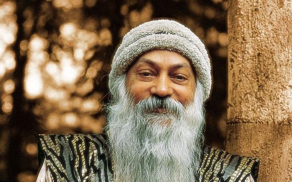Đừng sống trong các sự kiện, hãy sống trong sự tỉnh thức: Trò chuyện với 20 vĩ nhân cùng bậc thầy tâm linh Osho