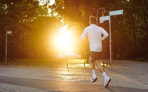 Chạy bộ vì muốn sống lâu? Cũng đúng, nhưng quan trọng hơn là nó giúp tôi sống khỏe mạnh và trọn vẹn hơn mỗi ngày