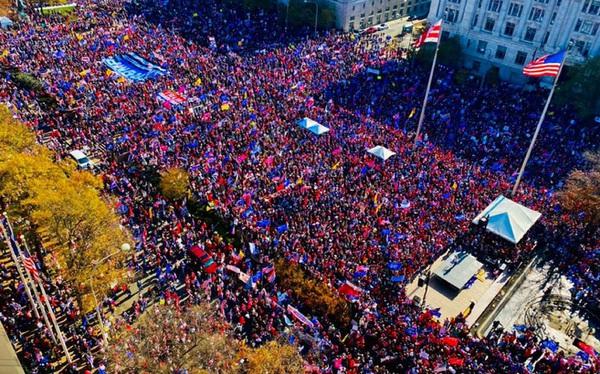 """Hàng chục nghìn người biểu tình đổ về Washington, D.C., hô hào """"thêm 4 năm"""" cho Tổng thống Trump"""