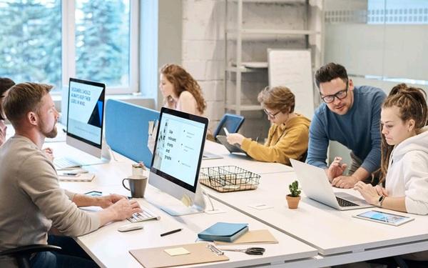 """Tác hại của những """"Văn phòng mở"""" kiểu Google và Facebook? 7 lời khuyên cho nhân viên làm việc trong văn phòng mở"""