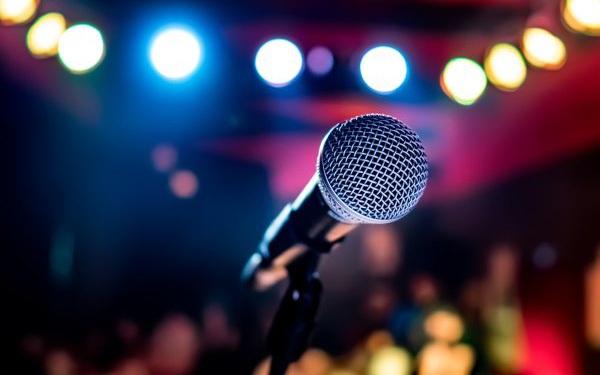 """Cha đẻ của máy hát karaoke hóa ra lại là một gã đánh trống mù nhạc lý, người bỏ lỡ hàng trăm triệu USD vì """"quên"""" đăng ký bản quyền"""