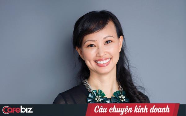 Style lướt điện thoại trong cuộc họp và tư duy của Shark Linh: 1 ngày chỉ có 6 giờ, bạn sẽ làm việc gấp 3 người thường