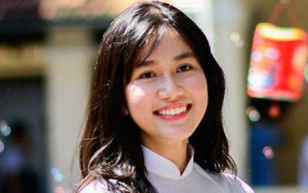 Á hậu 1 Phương Anh là sinh viên RMIT, từng đạt giải quốc gia môn tiếng Pháp, sở hữu IELTS 8.0