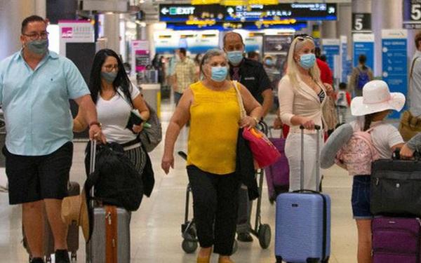 Bất chấp đại dịch Covid-19 bùng phát kỷ lục, người Mỹ vẫn đổ tới các sân bay để du lịch dịp lễ Tạ ơn