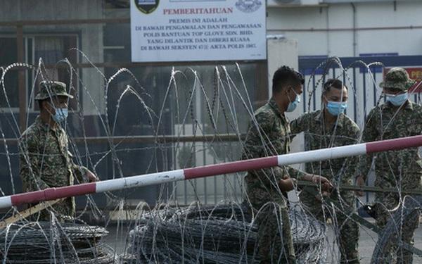 Malaysia đóng cửa chuỗi 28 nhà máy găng tay cao su lớn nhất thế giới