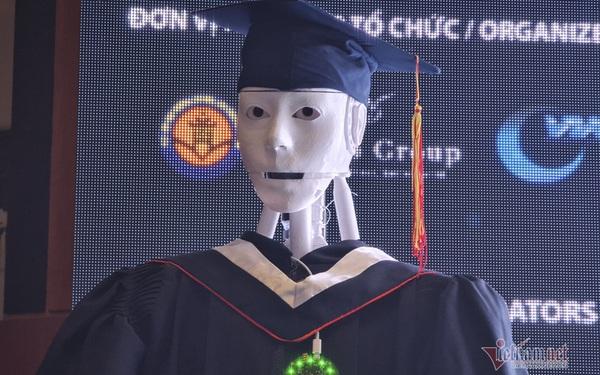 Xuất hiện robot AI Việt Nam: Biết đọc thơ, giải toán, có cả vị giác và trái tim
