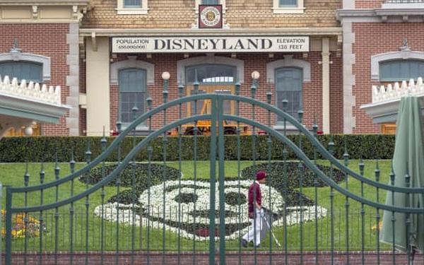 Các công viên chủ đề kiệt quệ vì Covid-19, Disney sa thải thêm 32.000 nhân viên