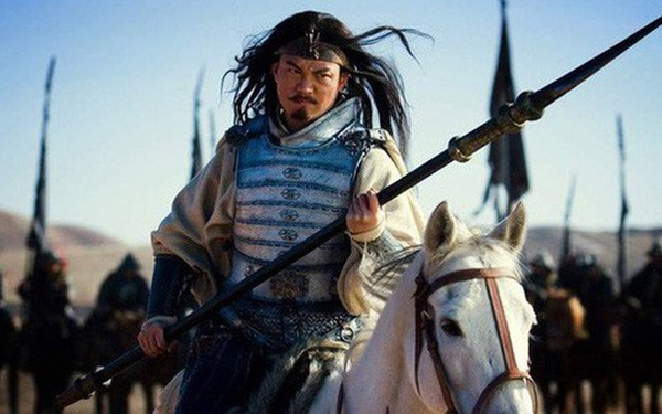 Thân là ngũ hổ tướng lại từng đánh cho Tào Tháo tan tác, vì lẽ gì Mã Siêu không được Gia Cát Lượng dẫn theo khi xuất chinh?