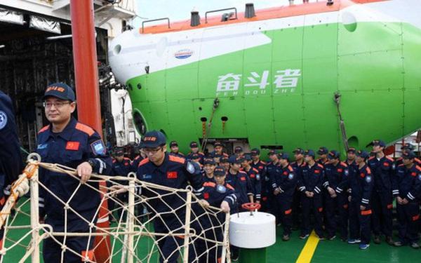 Tàu ngầm Trung Quốc chạm đáy vực Mariana - nơi được cho là sâu nhất đại dương và livestream về