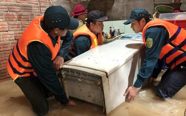 Hàng ngàn người dân ở Quảng Ngãi chạy lũ trong đêm