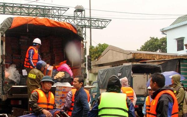 Hơn 300 tỷ đồng ủng hộ đồng bào miền Trung khắc phục hậu quả mưa lũ