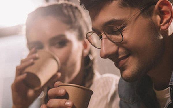 Dùng cốc giấy đựng cà phê nóng, thứ bạn uống sẽ không chỉ là cafein mà còn đầy ắp những thứ đáng sợ này
