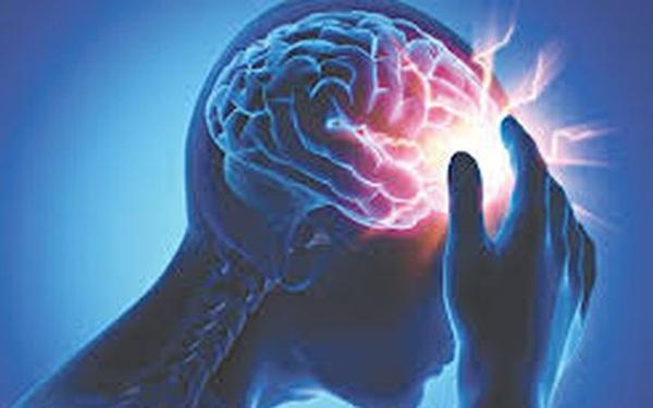 BS khuyến cáo những người sau có nguy cơ cao đột quỵ