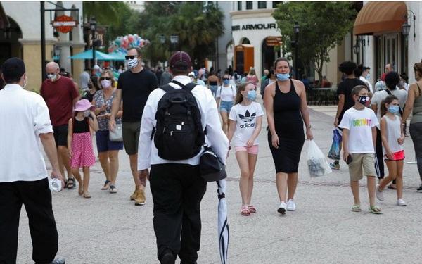 Bloomberg: Mỹ có thể đạt miễn dịch cộng đồng trong mùa hè năm 2021