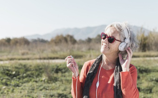 3 bài học quý giá từ bà cụ 75 tuổi sẽ cứu rỗi tuổi 20 của mỗi người: Sống trước hết vì mình, biết giữ mồm giữ miệng và chọn bạn khôn ngoan