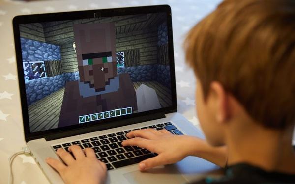 Không muốn người dân tụ tập ngoài đường, chính phủ Ba Lan tự mở luôn server Minecraft để 'dụ' giới trẻ ngồi nhà chơi game