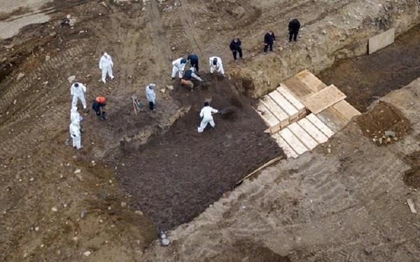 New York thuê lao động tạm thời ra đảo chôn người chết vì COVID-19