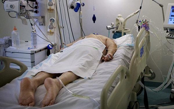 Hình ảnh thường thấy trong các bệnh viện điều trị Covid-19: Tại sao nhiều  bệnh
