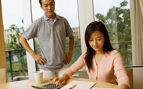 """Những sai lầm trong chi tiêu tài chính mà tới 90% các cặp vợ chồng trẻ đều mắc phải khiến tiền kiếm bao nhiêu vẫn """"rỗng ví"""""""