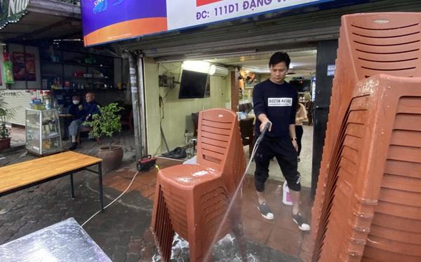 Dừng cách ly xã hội, hàng quán Hà Nội 'không vội' mở cửa trở lại