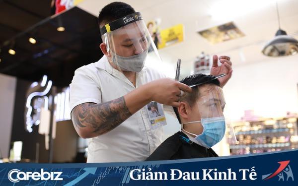 Ngày đầu chuỗi 30Shine mở cửa trở lại: Kín lịch cắt tóc, nhân viên làm việc liên tục từ 7h30 sáng tới 23h khuya