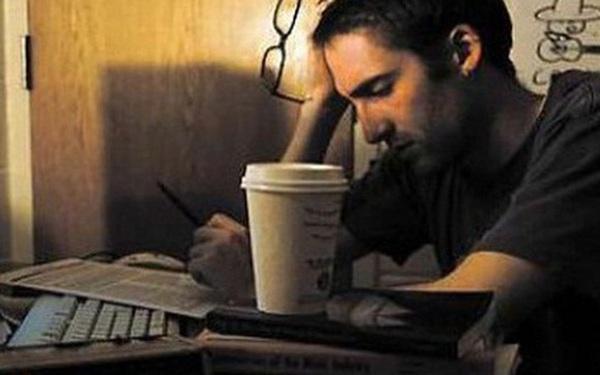 Làm việc cần mẫn nhưng vẫn thua kém bạn bè, nhờ 1 lời cảnh tỉnh lúc 2h sáng, người đàn ông làm nên đại sự
