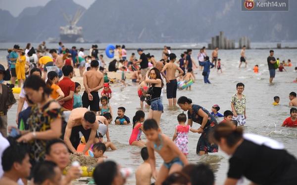 Bãi biển Hạ Long nhộn nhịp, khu vui chơi náo nhiệt sau một ngày hoạt động trở lại