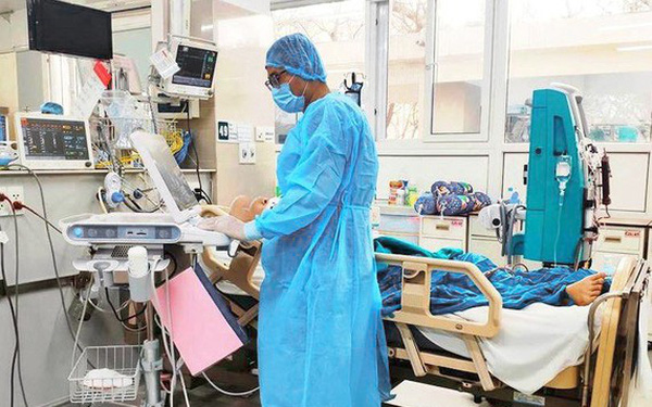Phi công người Anh phổi hồi phục 20%, sắp chuyển viện điều trị