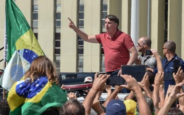 Để Brazil mất kiểm soát vì Covid-19, Tổng thống Bolsonaro trả giá đắt