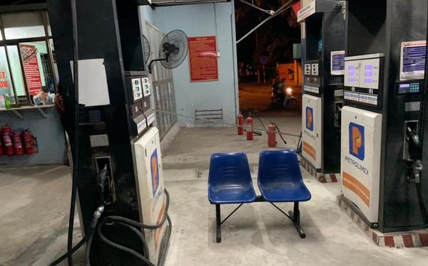 """Bồn chứa còn 20 ngàn lít, cây xăng ở Hà Nội vẫn từ chối bán vì """"hết hàng"""""""
