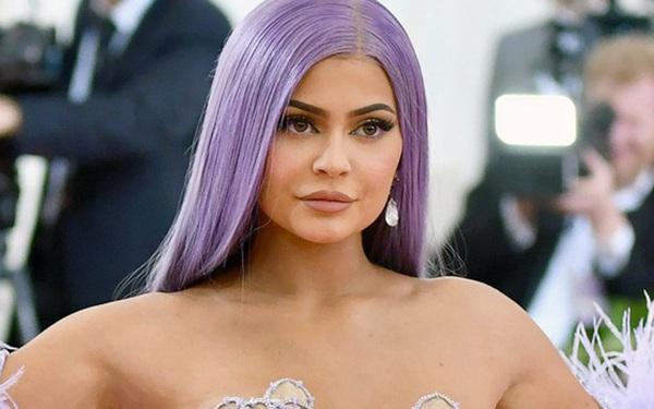 """Kylie Jenner đáp trả cực gắt sau khi bị Forbes bóc phốt, tước mất danh hiệu """"tỷ phú trẻ nhất thế giới"""""""