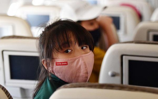 Đề xuất bỏ giãn cách hành khách trên máy bay từ 0 giờ ngày 7/5