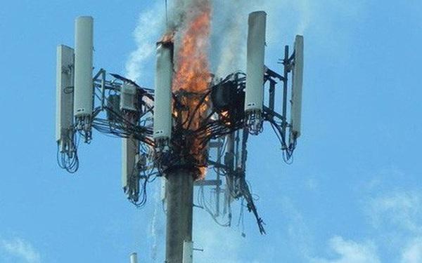 Dân Anh nhổ nước bọt vào mặt kỹ sư mạng, phá hoại 77 cột phát sóng viễn thông vì tin vào thuyết âm mưu 5G gây ra COVID-19