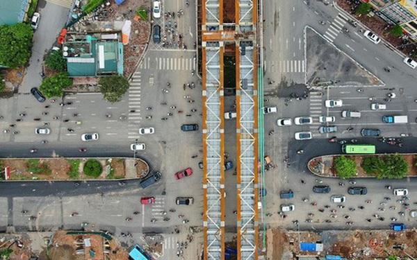 Cận cảnh cầu vượt dầm thép nối liền 3 quận nội thành Hà Nội đang gấp rút thi công