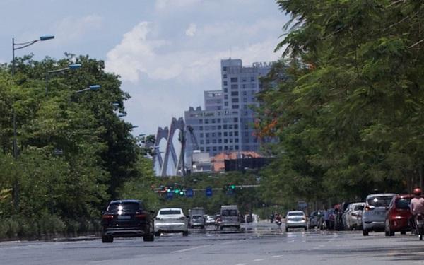 Nền nhiệt duy trì 40 độ, đường phố Hà Nội xuất hiện ảo ảnh