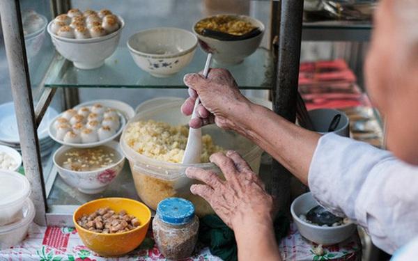 Hàng xôi chè nửa thế kỷ giữa phố Hàng Bạc: Không tên, không biển nhưng người sành ăn thì cứ mải mê tìm đến mãi