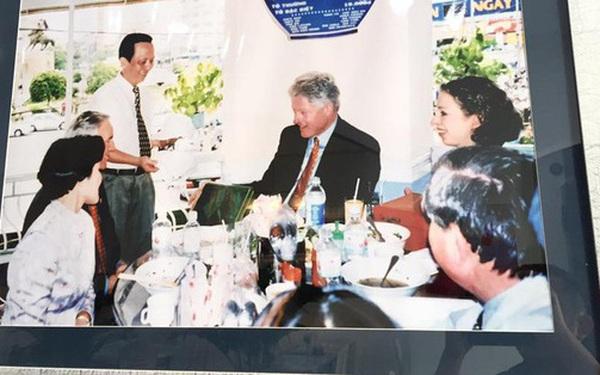"""""""Số phận"""" của những quán ăn Việt sau khi được các Tổng thống Mỹ ghé thăm đều thay đổi đến bất ngờ, nhưng gây tranh cãi nhất là hàng bún chả Obama"""