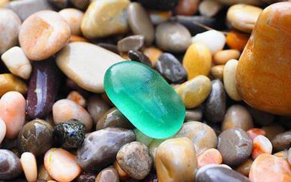 Nhặt 1 hòn đá đem đi tặng, người đàn ông nhận lại được những thứ nằm ngoài dự đoán của tất cả chúng ta