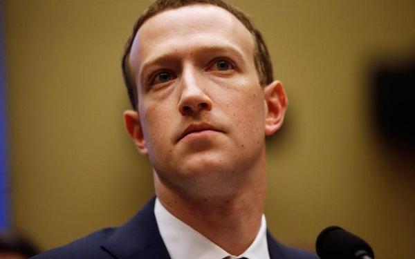 Hàng chục nhân viên Facebook đời đầu phản đối Mark Zuckerberg